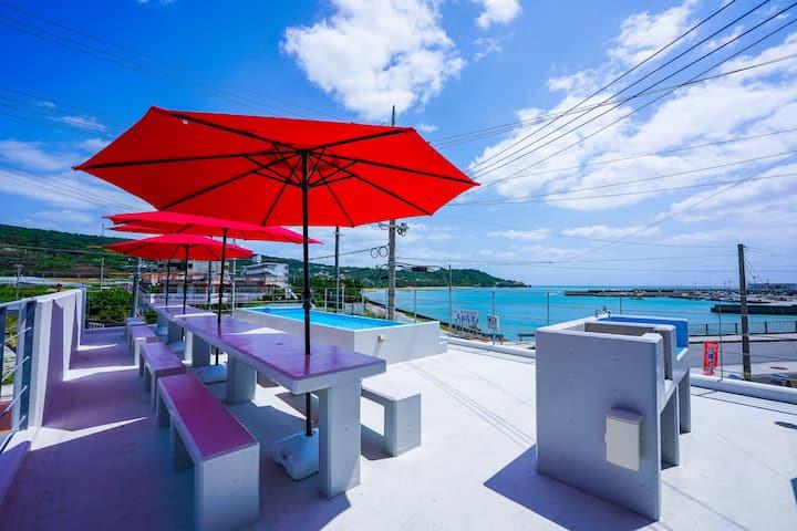 猫と天ぷらの島、エメラルドに輝く奥武島の美しい海が目の前に!COCO ISLAND奥武島【102】