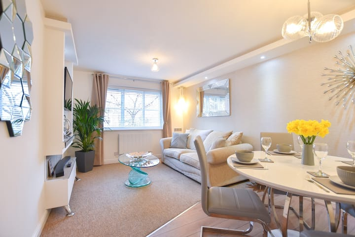 Modern spacious apartment with ample parking