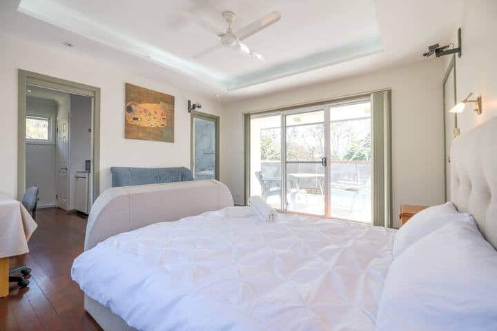 Self Contained Unit in the heart of Kenmore