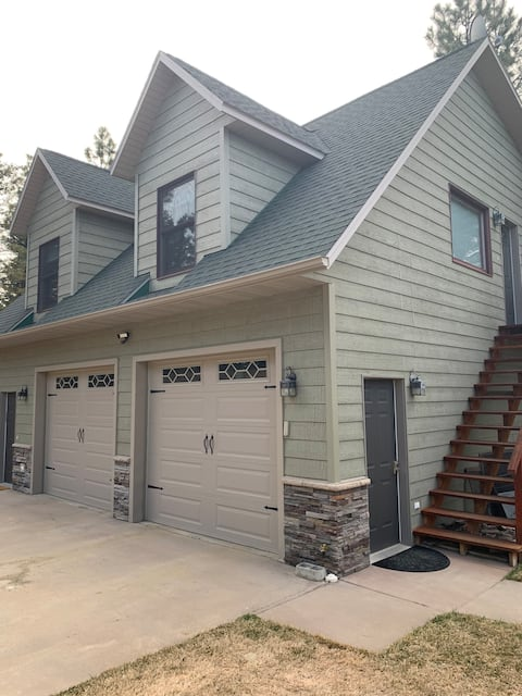 Private 2 Bedroom Apartment in the Pines