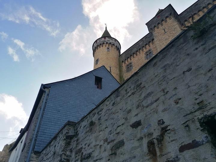 Belle maison bretonne au pied du château de Vitré