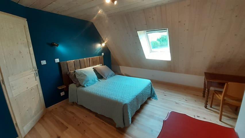 La chambre au lit double, côté maison