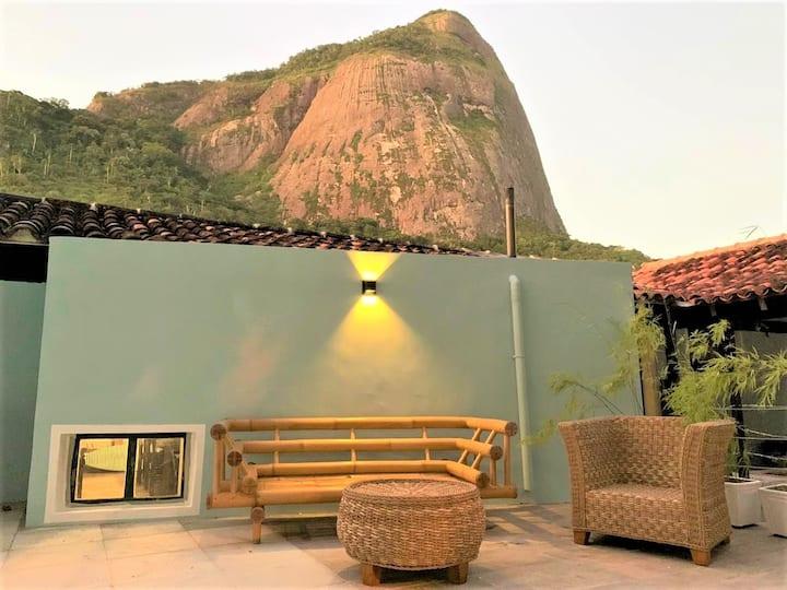 Casa no Joá com vista para a Pedra da Gávea