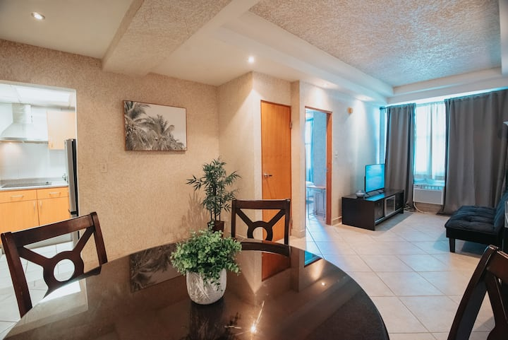 Comfy 1-Bedroom Apt Near Entertainment Districts