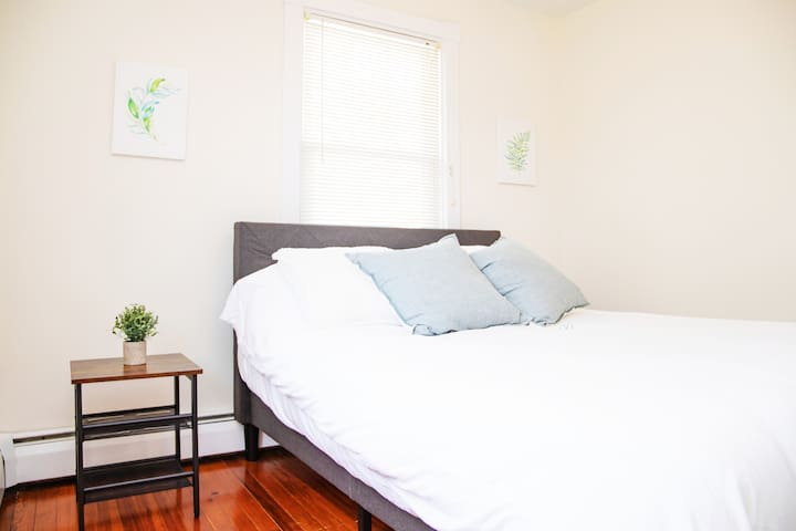 Second bedroom with a bright and clean decor for getting a peaceful night's sleep.