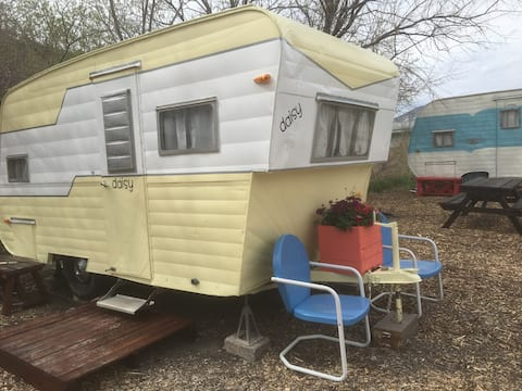 1950's Retro Camper Daisy (king size bed)