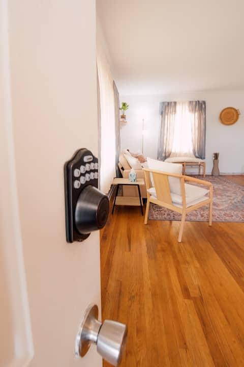 Cozy Boho Apartment-Centrally Located-Self Checkin