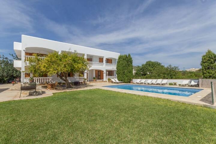 Stunning Villa 5BDR - Swimming pool, best view