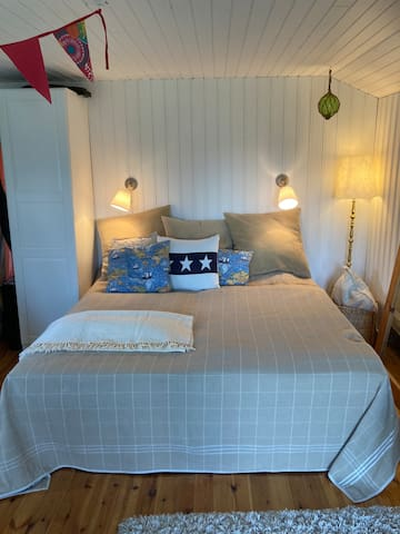 Guest house with four beds and sport equipment