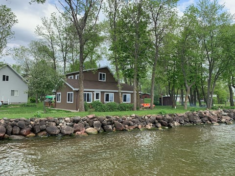 Entire Cabin on MilleLacs with 4 RV hookup spots