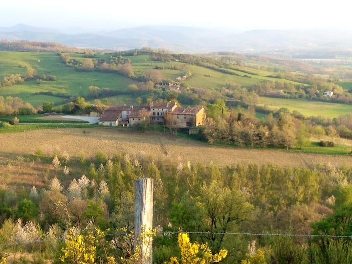 Large capacity country estate - Pyrenees view