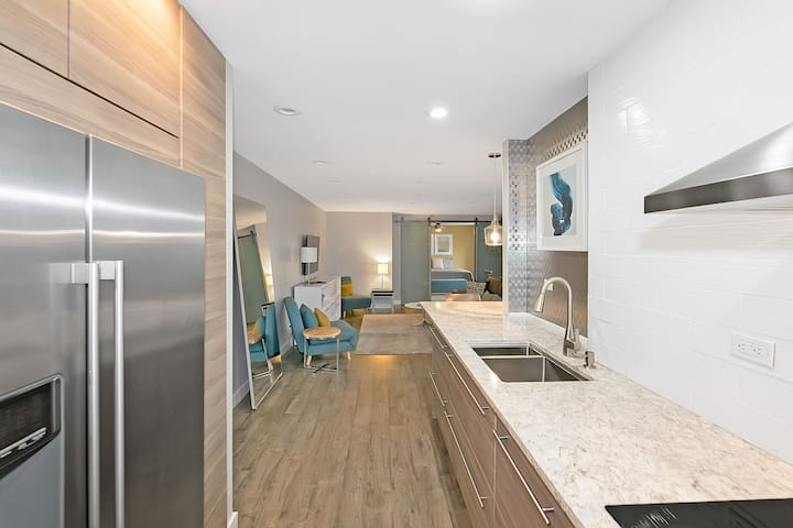 Awesome remodeled 19th floor condo w/balcony