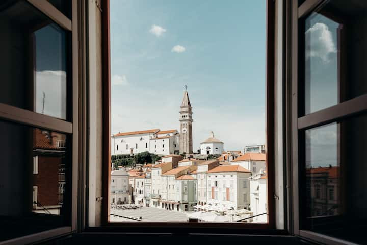 THE SUITE – TARTINI SQUARE VIEW WITHOUT BALCONY
