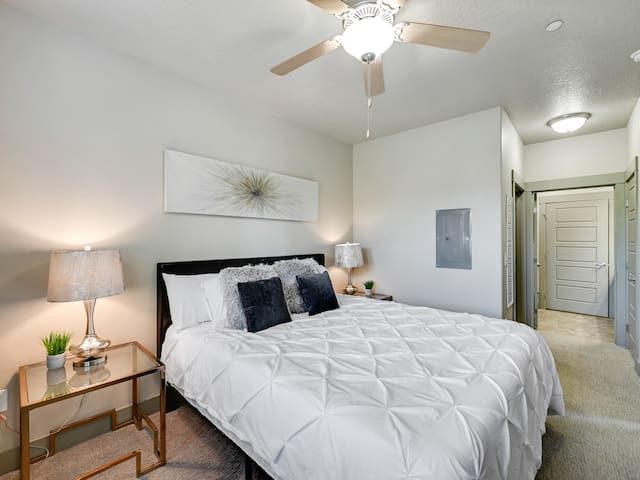 """California King 12"""" Memory Foam Mattress with two lamps, side tables, 43"""" Roku TV and Ceiling Fan.  Luxurious comforts for your stay!"""