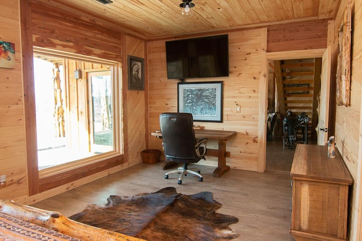 Chief Room - Bring the outdoors in as you unplug and unwind, discover unplanned adventures, or sit and tend to business.