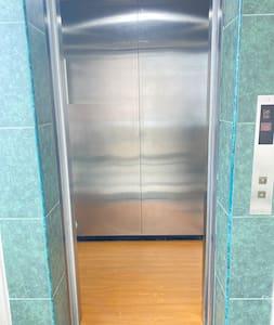 Entrada al ascensor