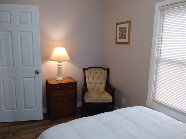 Quaint Private Room Walking Distance from U of R