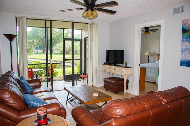 Spacious 2bed 2bath condo close to beaches and IMG