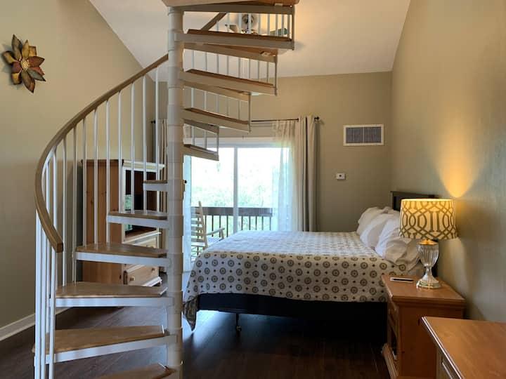 Woodbridge Lodge Deluxe Fmly Loft Ste #10-downtown