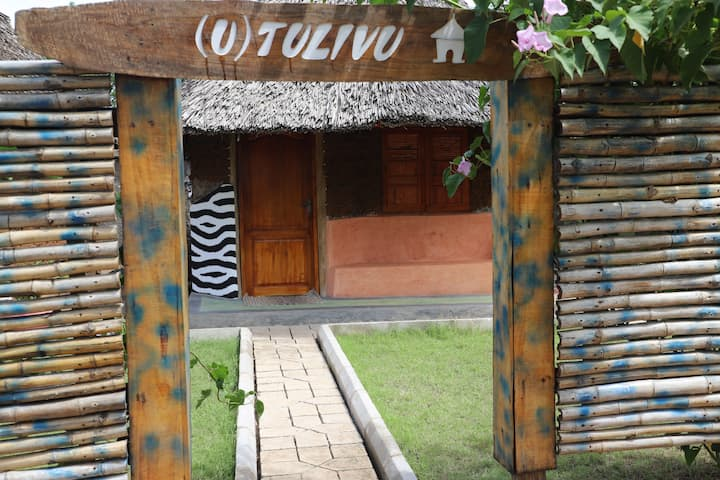 Enjoy an art decorated Cottage with free swimming