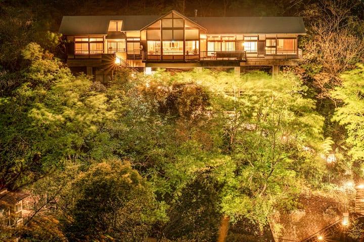 自然の中で贅沢な時を過ごせる温泉つきプラベートリゾート BBQ可!
