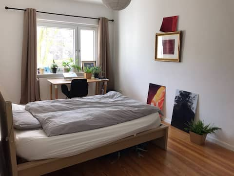Lovely, sunny, quite apartment close to Stadtpark