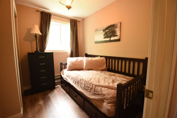 Bedroom - Twin bed with trundle