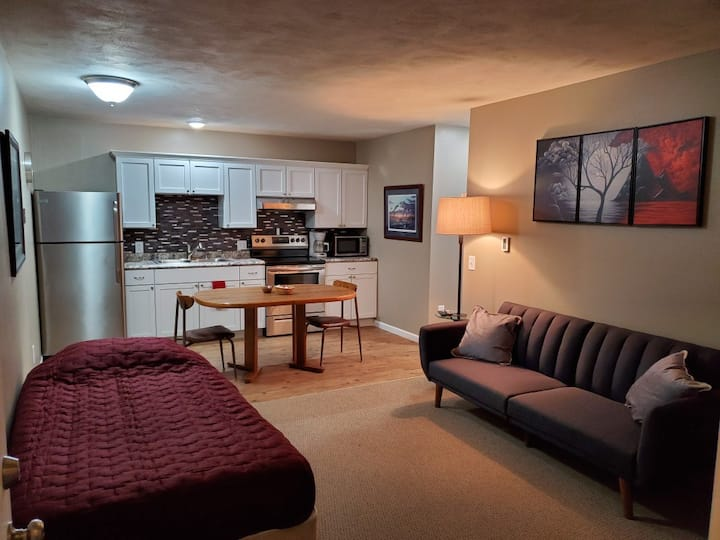 Beautiful suite  just off i-94!