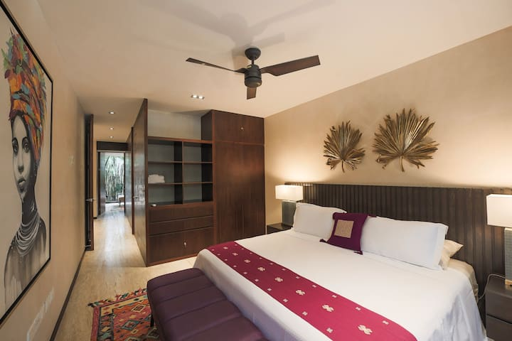 Main Bedroom - King Size Bed