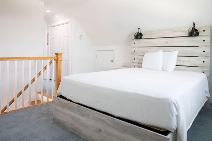 """bedroom 3 on third floor: 1 queen, large closet, 32"""" HDTV, full bathroom"""