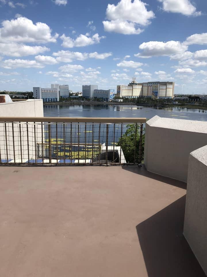Near Universal-Studio-1 queen-Terrace w/water view