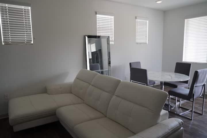 Comfy CLEAN apartment by Ontario Airpt, Disney, OC