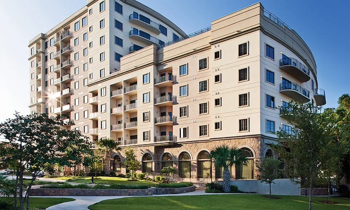 1 BR Deluxe Suite in Downtown San Antonio!