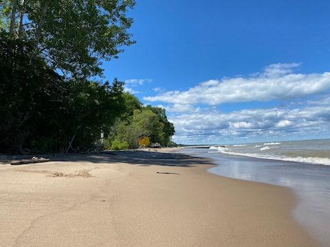Camlachie Beach House - Steps to the Beach