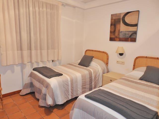 Habitación con dos camas indiciduales