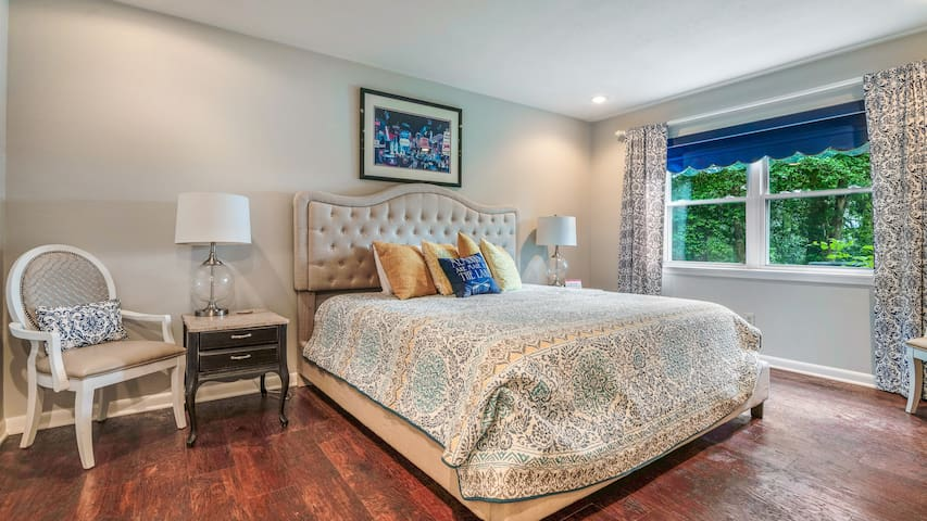 Guest bedroom with king bed and lake view! TV included!