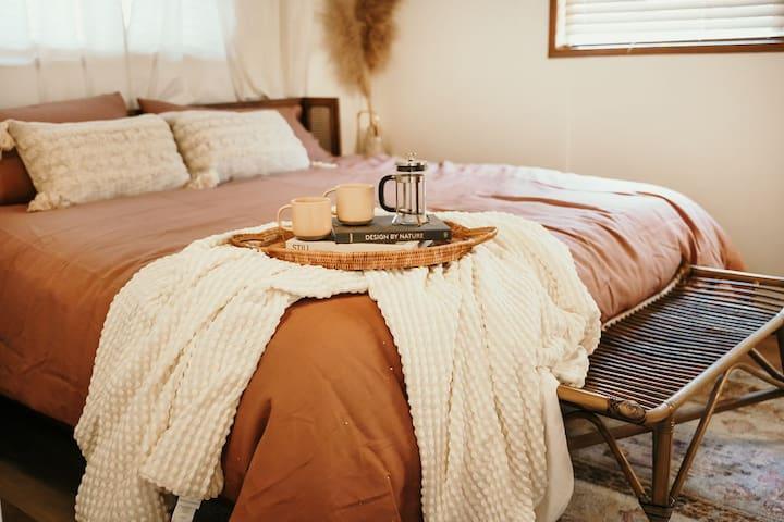Bedroom1 (Main floor)- King bed