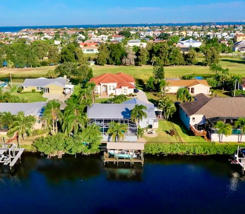 Waterfront home +heated pool, private dock, kayaks