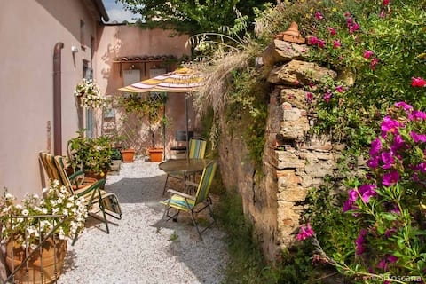 Medieval village, 1 bedroom and private terrace