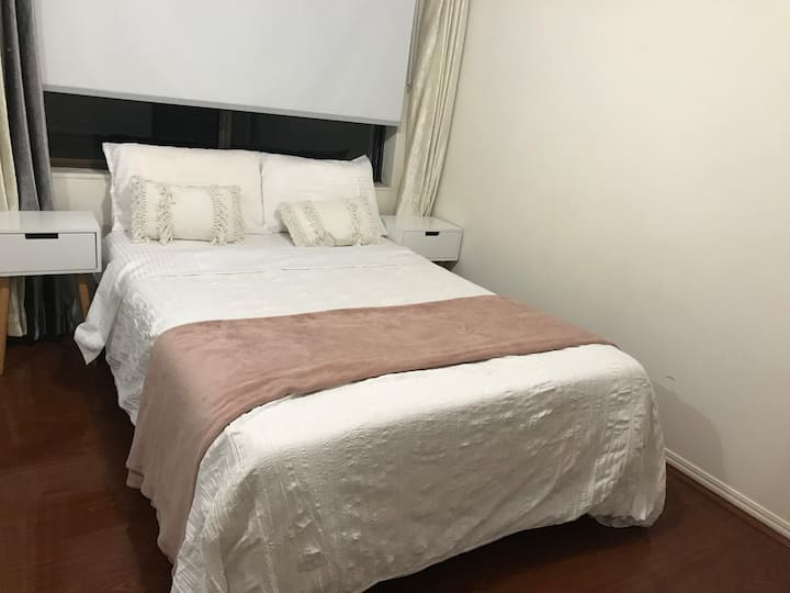 Small Double Room in Large Shared House