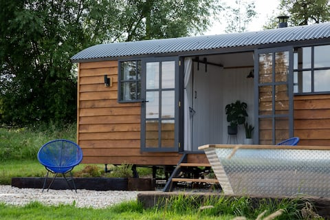 Oak Retreat –Shepherd's Hut, Cotswolds