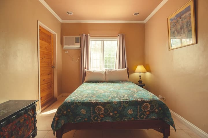 Cozy and elegant room with fast WiFi