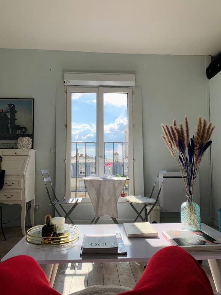 Studio cocooning très lumineux plein coeur paris