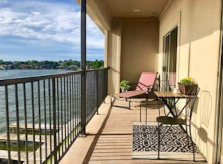 New Listing! Gorgeous Sunset Cove Condo