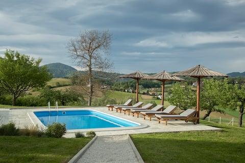 Puhek breg, Luxury Countryside Villa (Heated Pool)