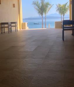 Acceso amplio para playa y habitaciones