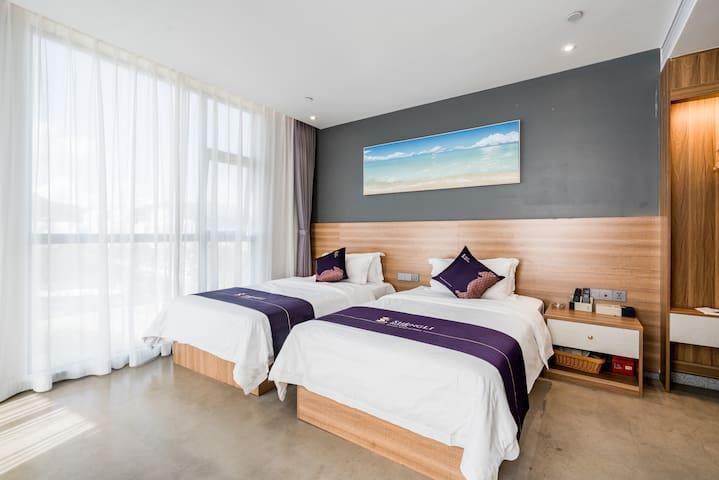 卧室3:海景双床房,双阳台,正面海景,正面观看华家班,配置两张1.2米床,独立卫生间,配置洗漱用品,