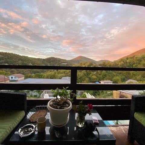 Уникальное 2х этажное жилье в горах, лес, река