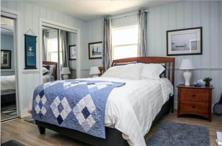 Queen size bed with closet and drawers space