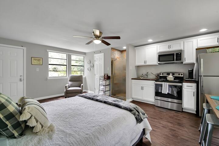 Complete GuestApartment with kitchen and full bathroom across from main cottage.  Stretch out here to work, use the second kitchen for additional meal prep, or just relax and get some privacy here